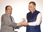 Shri Manish Desai, Director General felicitating Mr Yoshiaki ITO, Consul General of Japan, Mumbai at THEfd ZONE screening on 20.01.2017